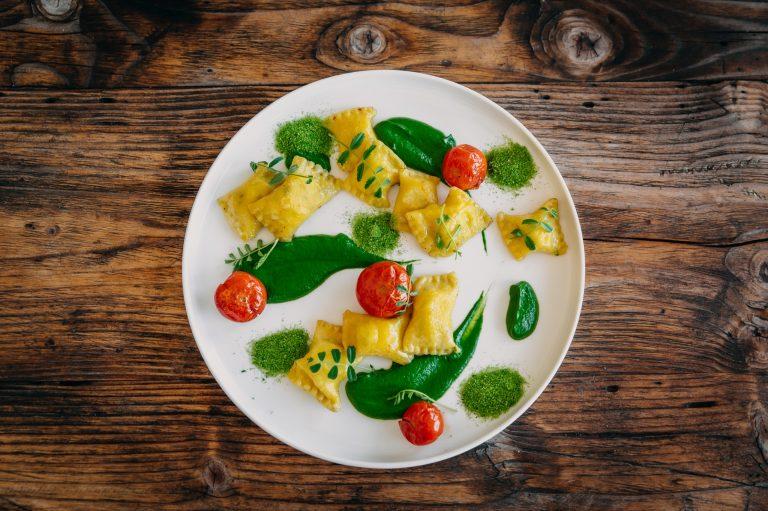 Polnjene testenine s polento in suhimi paradižniki