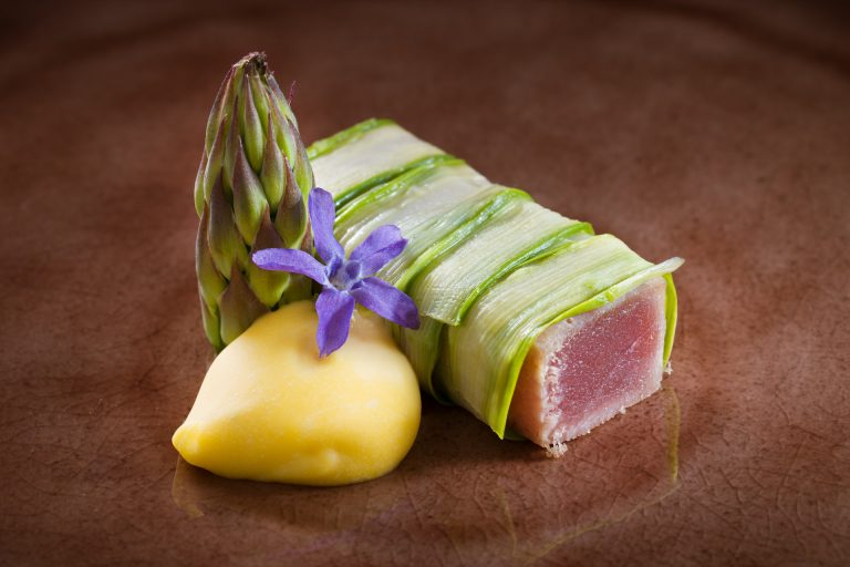 Tuna in šparglji
